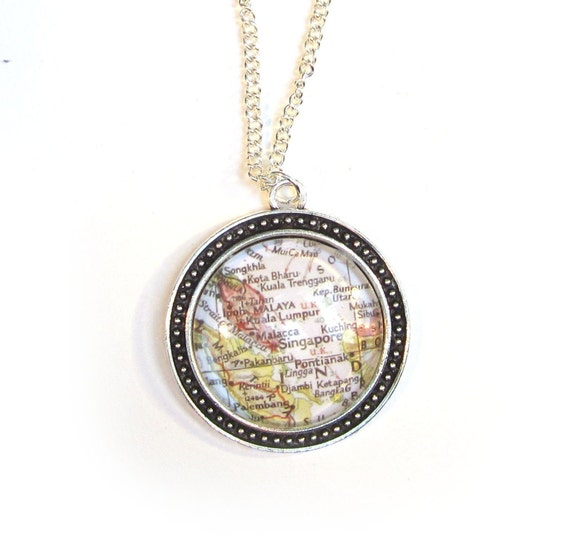 Personalized World map necklace - Indonesia - Oceania 30 mm