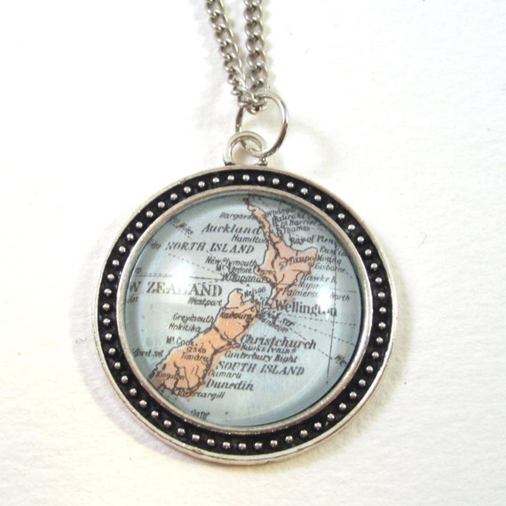 Personalized World map necklace - Australia variations 30 mm