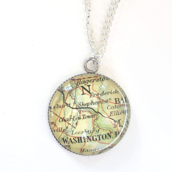 Personalized Map necklace - America variatons 25 mm