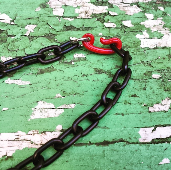 1940's Bakelite Anchor necklace - red with black … - image 3