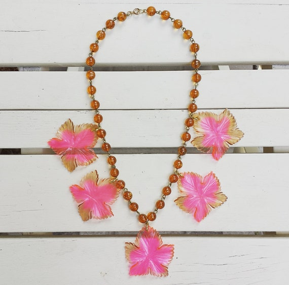 1940's vintage celluloid necklace - leaves - pink