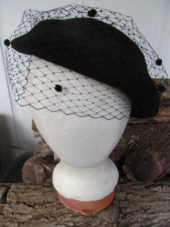Stylish Black Merrimac Wool Felt Beret Hat with Bl