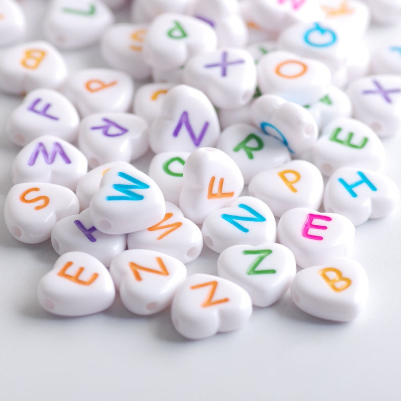 Hisenlee 100 pcs 4x11mm Random Acrylic Heart-shaped White Fantasy Alphabet  Name Chain
