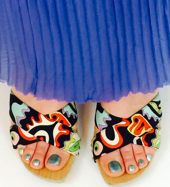 Vintage 90's Pucci psychedelic carved wood heel mu