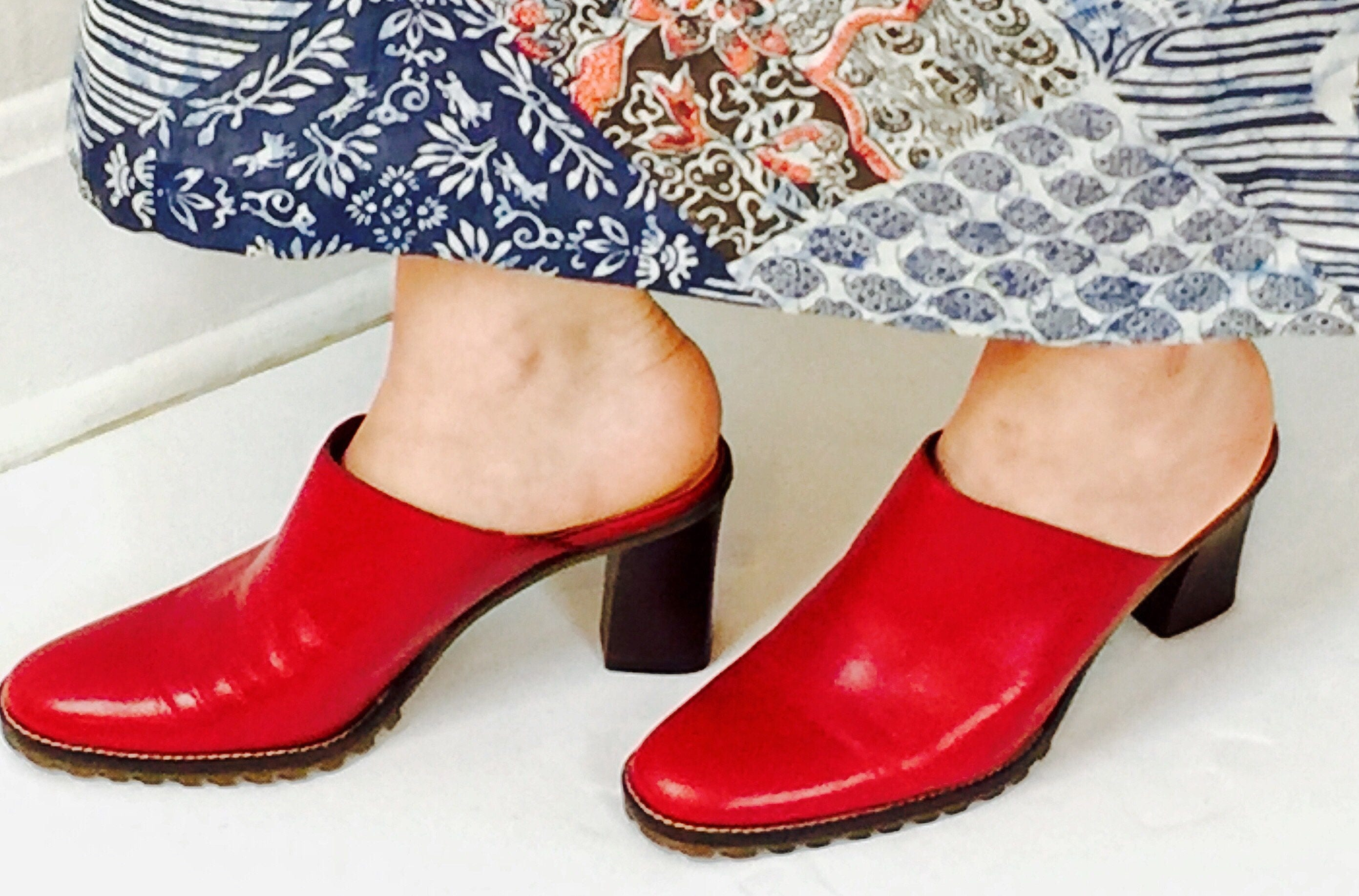 0f96d815d17c8 Vintage 90's red leather mules