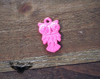 Neon Pink Owl Charm Pendant Bird Charm Neon Charm Hot Pink Charm Metal Pendant Nature Charm Charms by the Piece