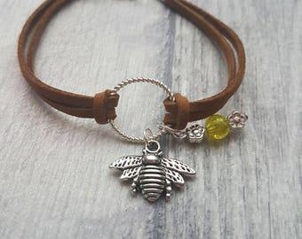 Bee charm bracelet, Bee Bracelet, Bee charm, Charm Bracelet, Bee, animal lovers bracelet, insect, bee and flowers, bee jewelry,
