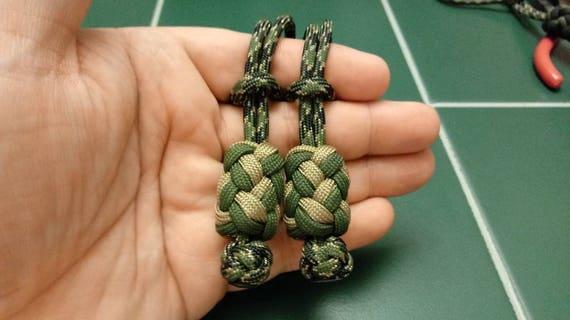 Vétéran Tan turcs remorqueur perle, long turcs tête de noeud noué comme une perle sur un simple cordon.