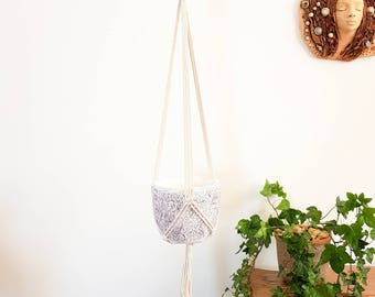 Plant holder. Hanging planter holder. Macrame plant hanger. Pot hanger. Hanging plant. Hanging planters. Hanging plant holder.