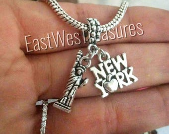 GRAPHICS /& MORE New York City Big Apple Art Collage Silver Plated Bracelet with Antiqued Charm