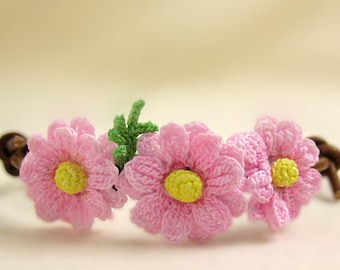 Daisy pink floral bracelet, Pink pastel flower jewelry, Nature lover gift for her, Mori girl accessories kawaii, Bracelet adjustable leather