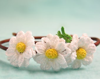 Shasta daisy bracelet, White daisy jewelry, Rustic wedding bridesmaid gifts, Hippie bracelet floral, Garden jewelry, Nature inspired jewelry