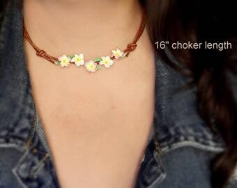 Boho crochet flower pink plumeria choker bohemian, Plumeria flower choker frangipani, Cord choker adjustable, Textile chokers for women gift