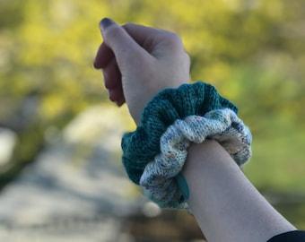 Scrunchie Knitting Pattern, Beginner Knitting Pattern, Knit Scrunchie // Let's Go to the Mall Scrunchie