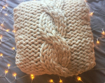 KNITTING PATTERN // Chunky Knit Cozy Cables Pillow