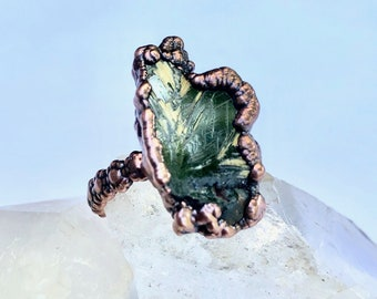 Rutile in Hematite Copper Ring, Size 8 / Electroformed, Pure Copper // Natural Stone, Daisy Ring Band Design