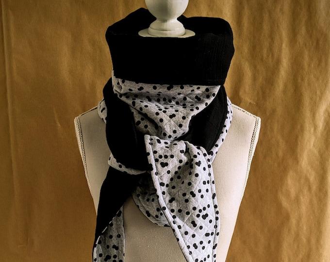 Triangle scarf sweatshirt sweaty black and black polka dots