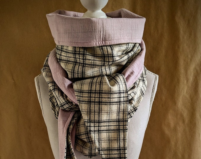 Triangle scarf, the sequined pink Scotsman