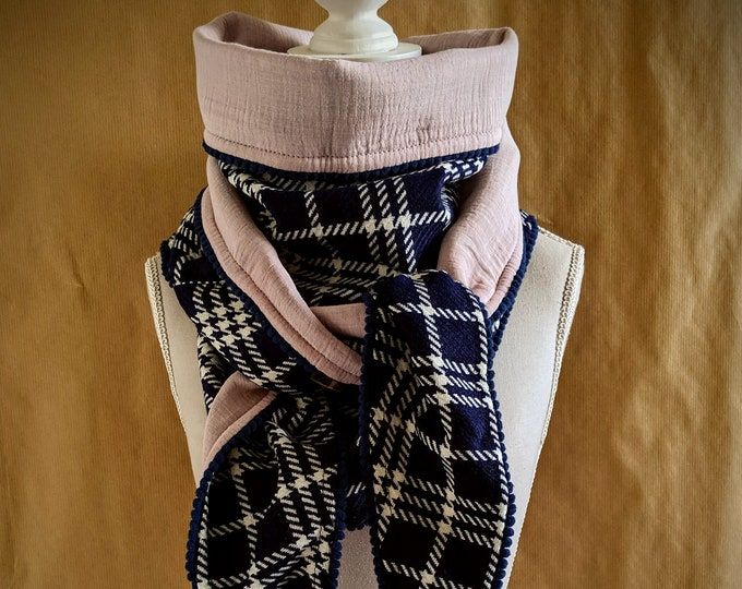 Triangle scarf, blue tiles