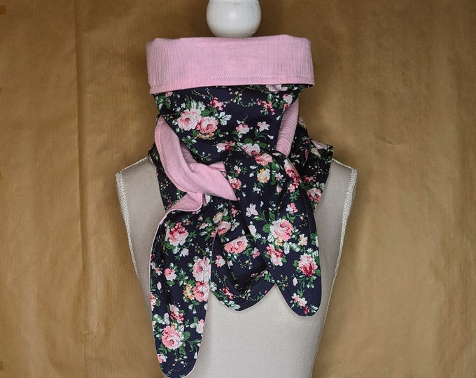 Triangle scarf, marine and pink flowers