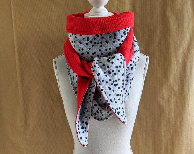 Triangle scarf sweatshirt sweaty black and red polka dots