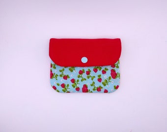 Quilted wallet, strawberries
