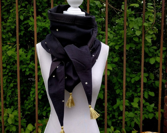 Triangle tassel scarf, black is black (and gold)