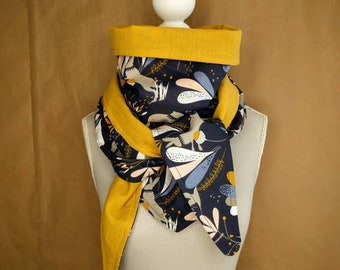 Triangle scarf, flowers and rabbits