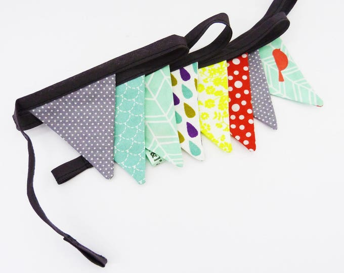 Garland of Minis pennants, grey