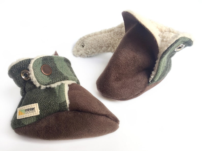 Baby booties green  grey. Made with premium wool. Gender image 0