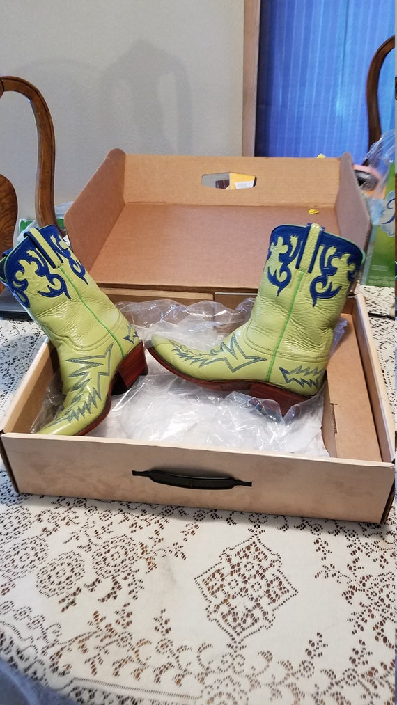 Lucchese womans cowboy handmaid boots