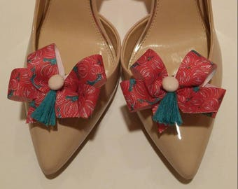 Lilly inspired looks like Pumpkin Chunkin shoe bow shoe accessories with pale pink buttons and green tassels