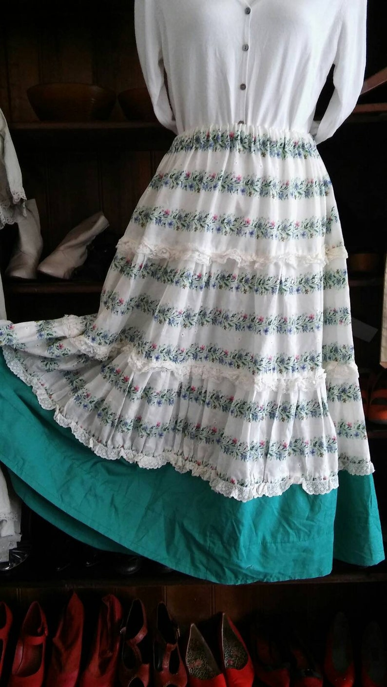 1950s lace tiered skirt green and white full skirt size 12 34 length