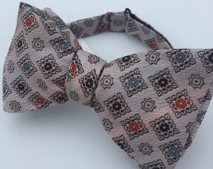 White Pattern Vintage Self Tie Bow Tie