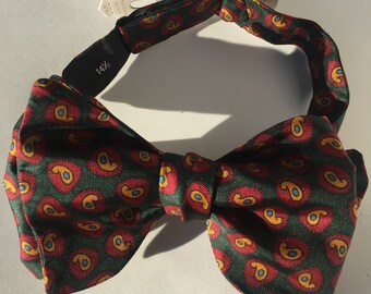 Green Paisley Vintage Self Tie Bow Tie