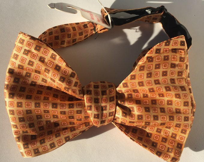 Peach Pattern Vintage Self Tie Bow Tie