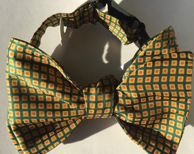 Green Pattern Vintage Self Tie Bow Tie