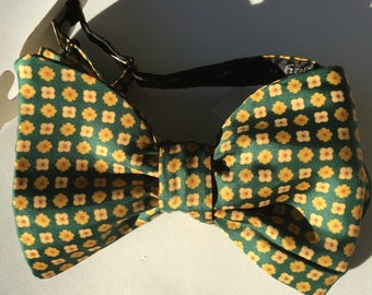 Green Pattern Vintage Self Tie Bow Tie