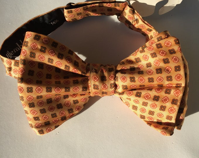 Peach Pattern Vintage Self Tie Bow Tie