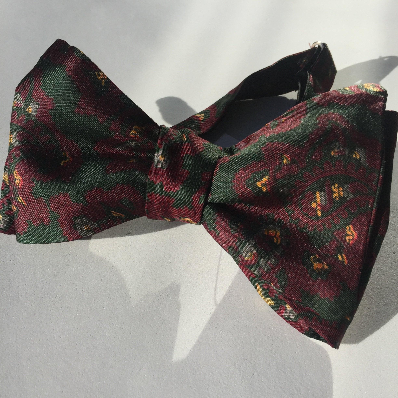 87204716050c Silk Green Paisley Vintage Self Tie Bow Tie. 1