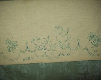 bordure d'étagère  ancienne à broder , poussins