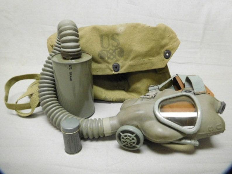 U S  Gas Mask with bag * FLU-346