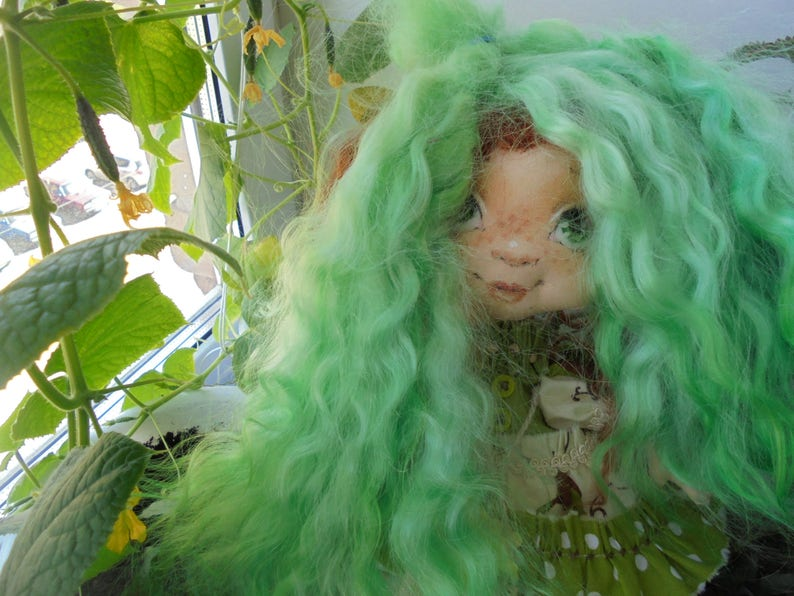 Premium mohair for doll hair.Color pale green Weight 30 grams. Length 23-25 cm