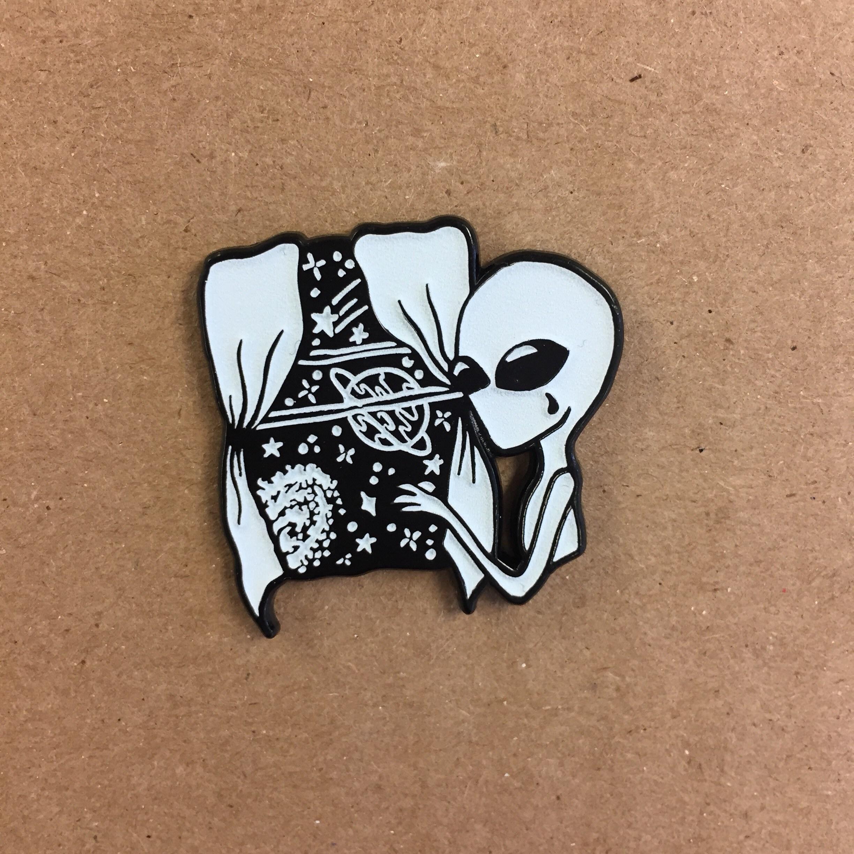 Tęsknota Cudzoziemca Pin Piwnicy Mieszkańca Zielony Blask W Etsy