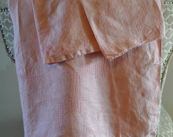 """Vintage 1950s MCM Woven Pink Tablecloth and 2 Matching Napkins 64"""" X 47"""""""