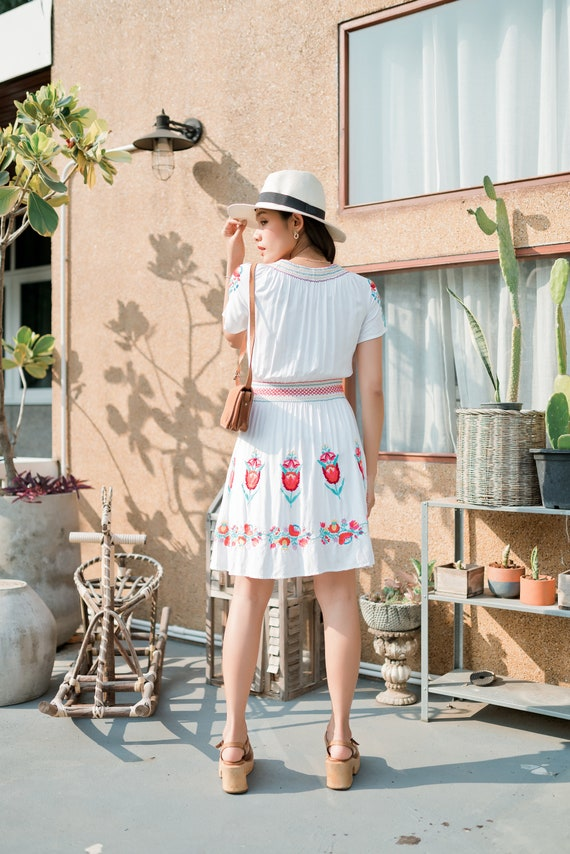 Vintage Mexican Dress, Floral Embroidered Dress - image 5