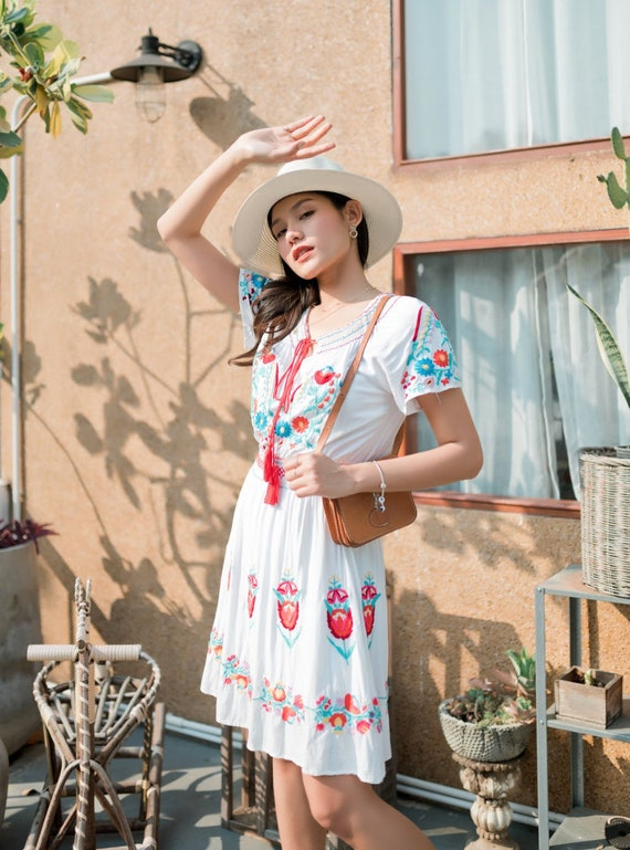 Vintage Mexican Dress, Floral Embroidered Dress