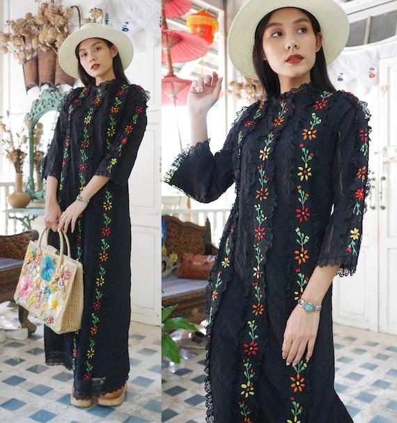Vintage Black  Mexican Lace  Dress, Embroidered La