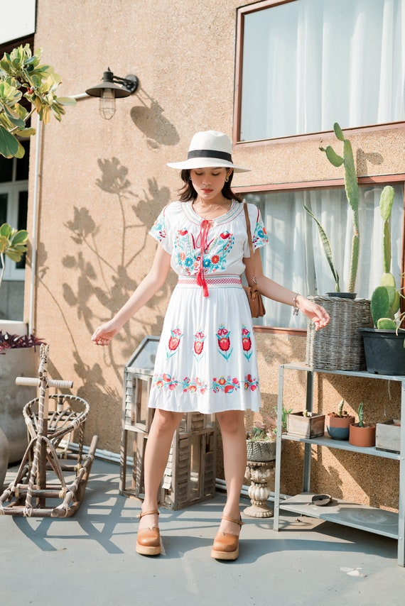 Vintage Mexican Dress, Floral Embroidered Dress - image 4