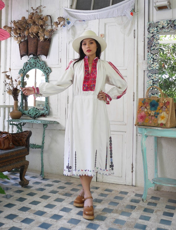 Rare  1930 Antique Embroidered Romanian Dress , T… - image 4